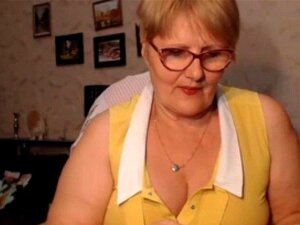 Grasa Granny destellos su culo en Cam