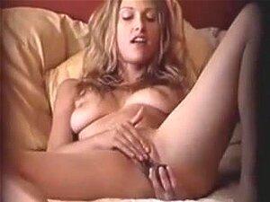 MILF se masturba en casa voyeur mov, Sexy mujer
