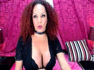 Solo Transexual Nena Masturbándose En La Webcam