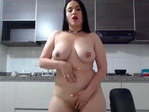 Sexy chica folla su ombligo profundo