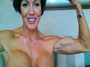 Mujer Madura Musculosa Flexionando