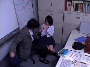 Hot Japanese floozy got follada por un policía