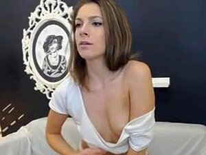 Cute Legal age Teenager se desnuda e inserta una