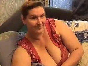 Amateur granny sexy muestra sus grandes pechos