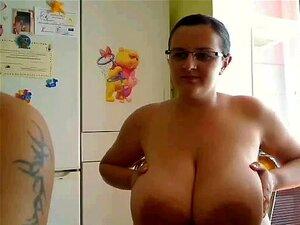 caliente muestra sus tetas por webcam