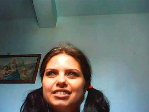Curvilínea chica huele su hendidura en HD webcam,