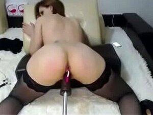 Camgirl rumana sexy en medias follando máquina y