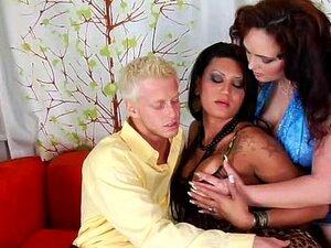 Peliculas porno tios bisexuales follando con travestis Parejas Bisexuales Con Transexuales Porno Teatroporno Com