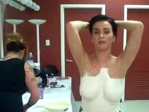 Katy Perry Boob Video Besé a una Chica
