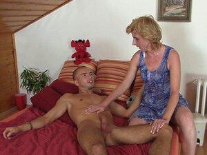 Mi mama me ayuda a masturbarme porno Mama Exitada Me Ayuda A Pajearme Porno Teatroporno Com