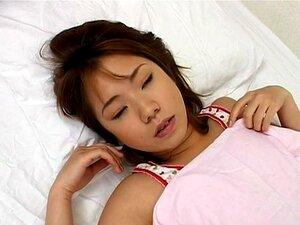 Asian natural y sexy en cam tomando una